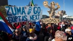 Manifestasyon kont Prezidan Afrik di Sid la, Jacob Zuma, nan Cape Town, lendi 7out 2017. Afrik di Sid