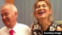 """Prezident Karimov qizi Gulnora bilan, @gulnarakarimova """"Twitter""""da 2013-yilda Mustaqillik tantanalari ketidan tarqatgan surat"""