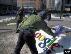 北大学子为谷歌献上鲜花