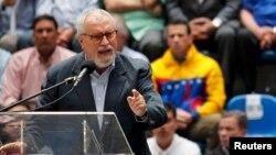 Ramón Aveledo, secretario de la Mesa de la Unidad, rechazó los señalamientos de corrupción lanzados en la Asamblea Nacional.