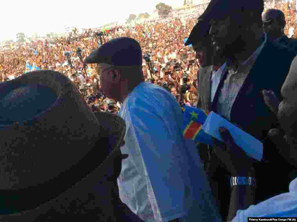 L'opposant historique en République démocratique du Congo Étienne Tshisekedi lors de son discours à Kinshasa, RDC. (Thierry Kambundi/Top Congo FM)