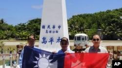 從左至右:陳鎮湘,林郁方,詹凱臣