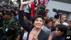 Ousted Thai Prime Minister Yingluck Shinawatra waves to her supporters in Bangkok, Thailand, May 7, 2014.