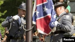 Lá cờ Liên minh Miền nam đã được gỡ bỏ vĩnh viễn khỏi tòa nhà chính phủ bang South Carolina, ngày 10/7/2015.