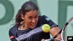 Petenis Prancis Marion Bartoli mengalahkan Aleksandra Wozniak dari Kanada 6-2, 6-2 dalam Turnamen Eastboune di Inggeris (foto: Dok.)..