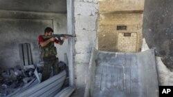 Halep'te Suriye ordusu ile isyancılar arasında çatışmalar devam ediyor