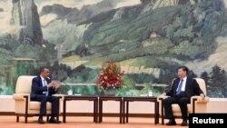 中国国家主席习近平在北京人大会堂会见到访的世卫组织总干事谭德塞。(2020年1月28日)