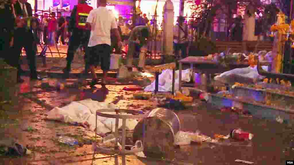 Scène de désolation après l'explosion, Bangkok, 17 août 2015.