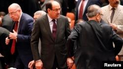 누리 알 말리키 이라크 총리(가운데)가 1일 개원한 이라크 국회에 참석했다.