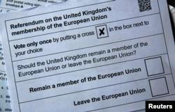 Kertas suara referendum keluar atau tetap berada dalam Uni Eropa.