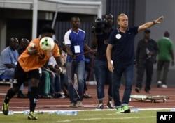 Gernot Rohr lors du match Nigeria-Zambie à Uyo, le 7 octobre 2017