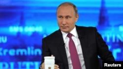 Президент Росії Володимир Путін на «прямій лінії», 15 червня 2017 року