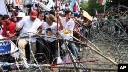 8月21日,印尼雅加達支持落選總統候選人普拉博沃.蘇比安托的集會演變成暴力衝突。