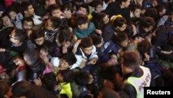 Cảnh tượng chen lấn giẫm đạp được nhìn thấy trong lễ kỷ niệm năm mới trên Bến Thượng Hải, ngày 31/12/2014.