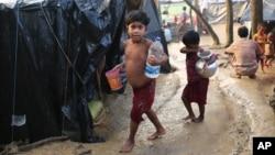 بیش از ۸۰۰ هزار آواره روهینگیا به بنگلادش پناه برده اند