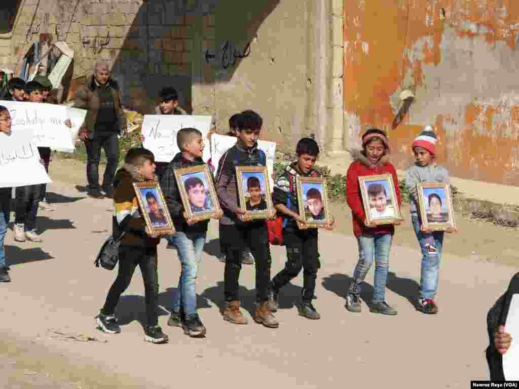 Xwepêşandan Zarokên Efrînê li Hember Navenda Rûsî