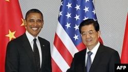 Барак Обама і Ху Цзіньтао на саміті з питань ядерної безпеки в Сеулі