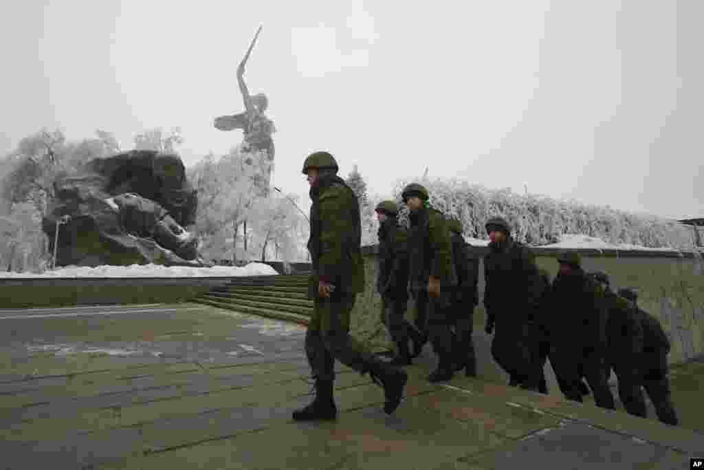 Russian soldiers patrol the Battle of Stalingrad memorial in Volgograd, Russia, Dec. 31, 2013.