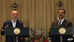 Karzai i Gilani na zajedničkoj konferenciji za novinare u Islamabadu