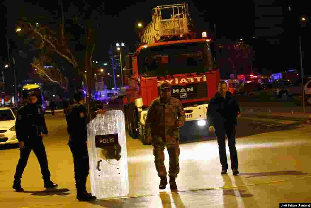 دھماکے کے بعد پولیس نے علاقے کو گھیرے میں لے لیا۔