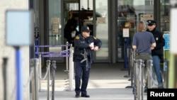 Pojačano obezbeđenje ispred evropskog sedišta Ujedinjenih nacija u Ženevi, 10. decembar 2015.