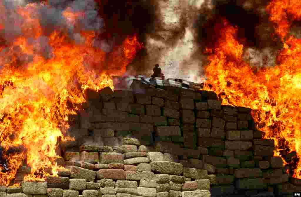 میکسیکو میں منشیات کو جلایا جا رہا ہے۔