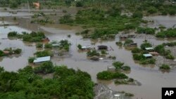 Kawasan permukiman di Acapulco, Meksiko terendam oleh banjir (17/9).
