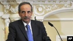 Wakil PM Omar Ghalawanji diangkat sebagai Perdana Menteri baru Suriah menggantikan Riad Hijab yang membelot (foto: dok).