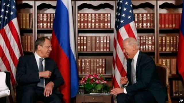 Wapres AS Joe Biden mengadakan pertemuan terpisah dengan Menteri Luar Negeri Sergei Lavrov di sela-sela Konferensi Keamanan di Munich, Jerman, meski ada saran awal agar Lavrov, Biden, Brahimi, dan al-Khatib bertemu di Jerman selatan, Sabtu (2/2).