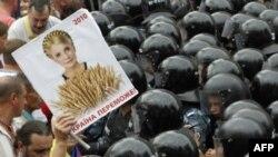 Отступление от демократии в Украине