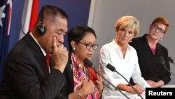 Từ trái qua, Bộ trưởng Quốc phòng Indonesia Ryamizard Ryacudu và Bộ trưởng Ngoại giao Indonesia Retno Marsudi trong cuộc họp báo với Bộ trưởng Ngoại giao Úc Julie Bishop và Bộ trưởng Quốc phòng Úc Marise Payne ở Sydney, Úc, ngày 16 tháng 3, 2018.