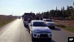 Sedikitnya 338 warga dievakuasi dari dua desa Syiah di Suriah utara hari Senin 28/12 menuju wilayah Suriah dekat perbatasan Turki.