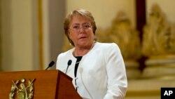 Escándalos de corrupción y desastres naturales han complicado los planes de reforma de la presidenta chilena Michelle Bachelet.