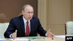 Vladimir Putin üçüncü dəfə prezident seçildiyi təqdirdə əsaslı dəyişikliklər vəd edir