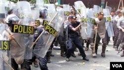 Kepolisian Republik Indonesia akan menerjunkan sekitar 83 ribu personil untuk mengamankan Natal dan Tahun baru (foto: dok).