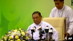 우나 마웅 르윈 버마 외교부 장관 (자료사진)