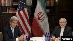Sakatare harkokin wajen Amurka John Kerry,da Mohammad Javad Zarif, na Iran.