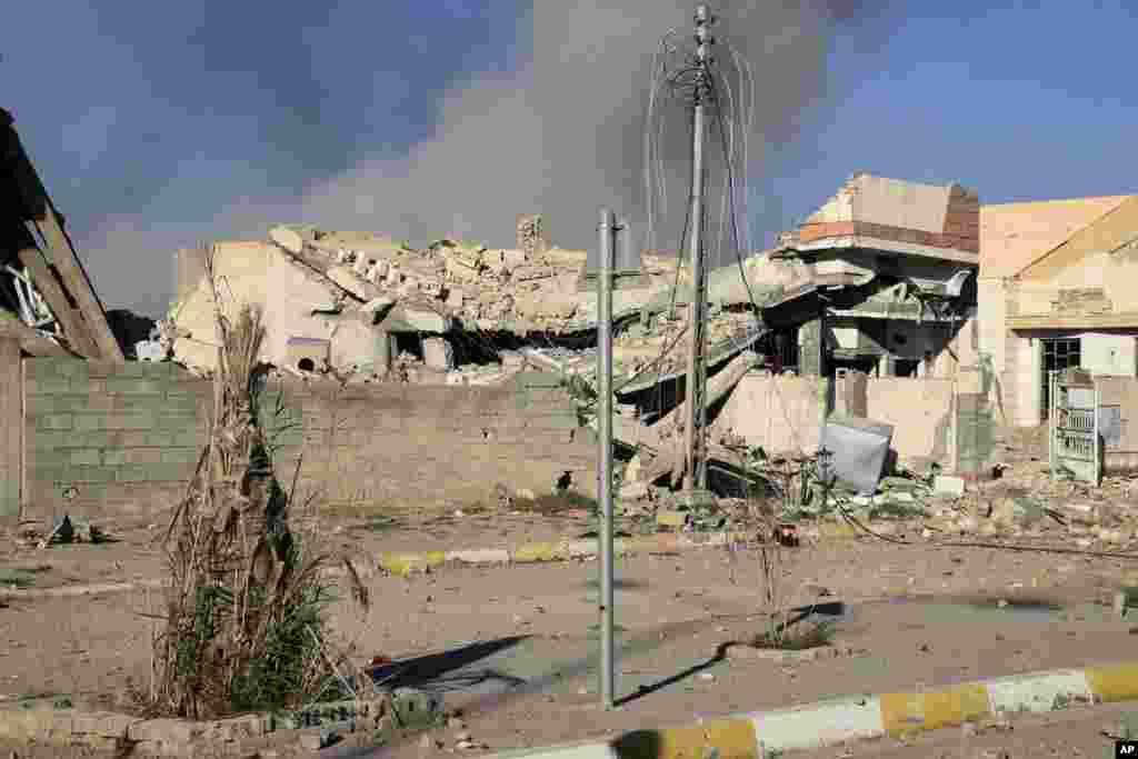 داعش نے یہاں جون 2014ء سے قبضہ کر رکھا ہے اور یہیں سے انھوں نے اپنے تسلط کو مغربی عراق اور شام کے مشرقی علاقوں تک بڑھایا۔