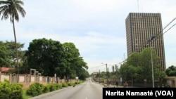 Le plateau est désert à cause de la mutinerie en cours, à Abidjan, en Côte d'Ivoire, le 15 mai 2017. (VOA/Narita Namasté)