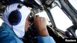 Búsqueda del avión Boeing 777 de Malaysian Airlines que desapareció el sábado llevando 239 pasajeros a bordo.