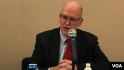 美國企業研究所戰略研究員施米特2019年10月23日參加全球台灣研究中心應對中國銳實力座談會(美國之音鍾辰芳拍攝)