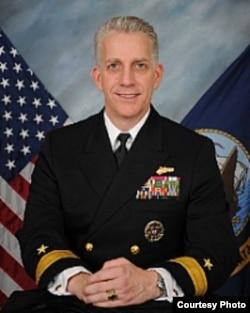 美國海軍少將布魯斯·拉夫萊斯