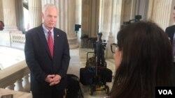Američki senator Ron Džonson, republikanac iz Viskonsina, u razgovoru sa novinarkom Glasa Amerike Jovanom Đurović