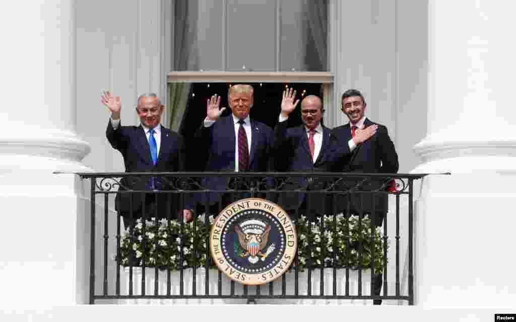 دستخطی تقریب میں امریکی صدر ڈونلڈ ٹرمپ، اسرائیلی وزیراعظم بن یامین نیتن یاہو، اماراتی وزیرخارجہ عبداللہ بن زاید النہیان اور بحرین کے وزیر خارجہ عبداللطیف الزیانی شریک ہوئے۔
