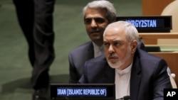 """محمدجواد ظریف می گوید برداشت دارایی های ایران برای پرداخت غرامت به خانواده قربانیان، """"غیرقانونی"""" است."""