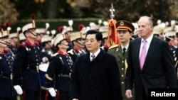 胡錦濤(中)於2005年代11月時曾經到訪西班牙