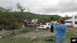4月27日美国田纳西州受到暴风雨袭击