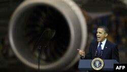 Tổng thống Obama phát biểu tại 1 xưởng chế tạo máy bay của hãng Boeing ở Everett, Washington, 17/2/2012