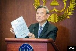 台湾法务部次长陈明堂宣布前总统陈水扁获准保外就医。(美国之音方正拍摄)