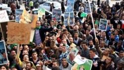 هواداران معمر قذافی در تظاهراتی در طرابلس